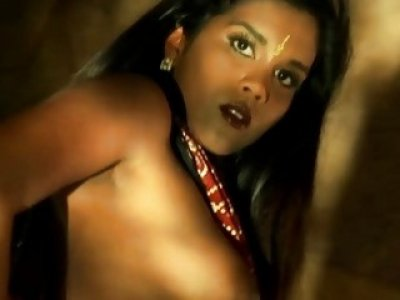 Indian MILF Babe Is Awesome When She Dances