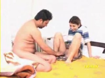 Iranian woman takes her clothes off and receives deep fingering