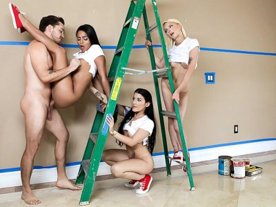 Contractor Fucks 3 Girls as Payment!