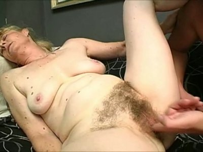 Pale like a ghost slut Maria gets her hairy disgusting cunt tickled