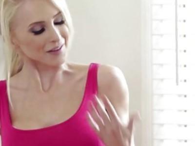 Super model Chloe Amour gets a sensual rub with masseuse Alix Lynx